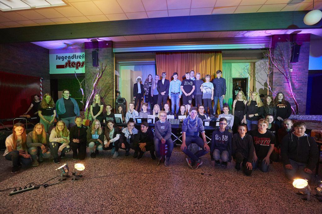 Theateraufführung WPK Darstellendes Spiel Stufe 8 Gruppenbild